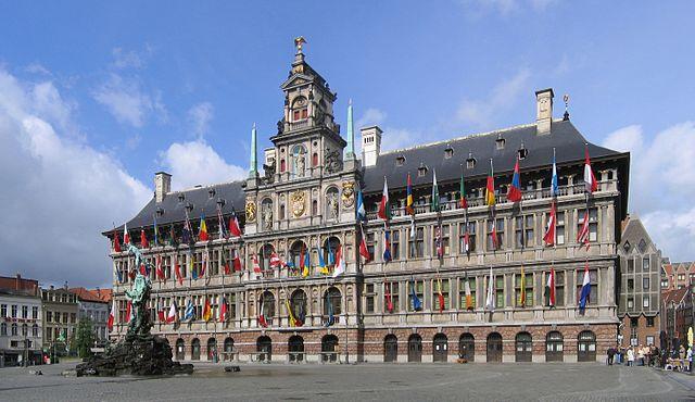 640px antwerpen stadhuis crop1 2006 05 28