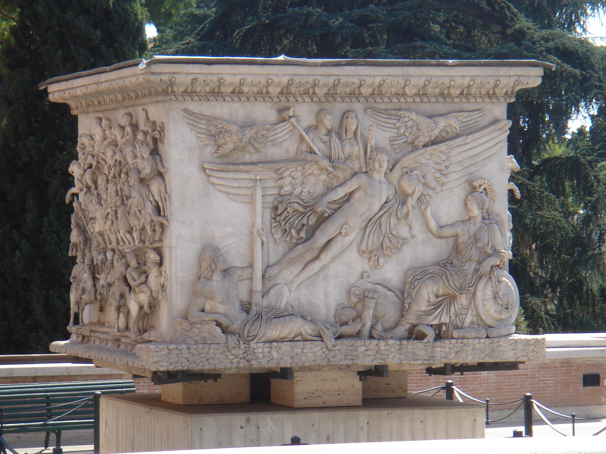 Musei vaticani   base colonna antonina 01106
